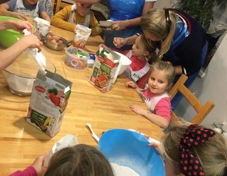 Świąteczne pierniki w Domu Dziecka