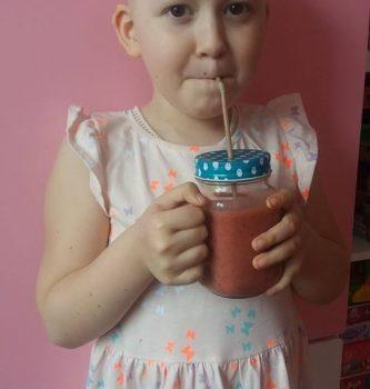 Amelka zakończyła leczenie. Po wszystkich badaniach lekarze oświadczyli, że udało się całkowicie pokonać neuroblastomę. Dziewczynka będzie jeszcze kontynuować leczenie przez trzy miesiące po czym w okolicach września przejdzie następny blok badań oceniających remisję.